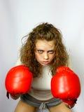 Boxe de fille dans les gants rouges Images stock