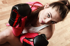 Boxe sportive convenable de femme Photo stock