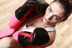 Boxe sportive convenable de femme Photo libre de droits