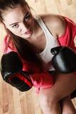 Boxe sportive convenable de femme Photos stock