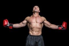 Boxeador con los brazos extendidos Foto de archivo