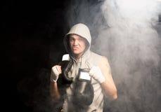 Boxeador de mirada malo psyching para arriba Fotografía de archivo