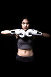 Boxeador de sexo femenino asiático Imágenes de archivo libres de regalías