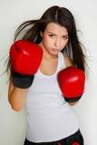 Boxeador de sexo femenino hermoso Fotografía de archivo libre de regalías