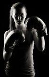 Boxeador de sexo femenino oscuro Imágenes de archivo libres de regalías
