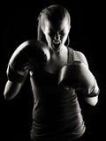 Boxeador de sexo femenino oscuro Fotografía de archivo libre de regalías