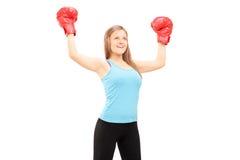 Boxeador de sexo femenino que gesticula éxito Imagenes de archivo