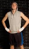 Boxeador de sexo masculino joven confiado con una actitud Fotos de archivo libres de regalías
