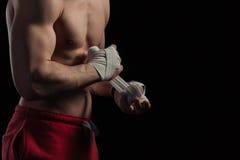 Boxeador de sexo masculino que se prepara para la lucha Imagenes de archivo