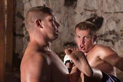 Boxeador del retroceso de los jóvenes en la acción Imagen de archivo