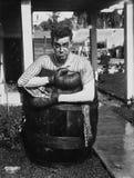 Boxeador derrotado en exterior del barril (todas las personas representadas no son vivas más largo y ningún estado existe Garantí Fotografía de archivo