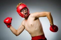 Boxeador divertido contra Fotos de archivo