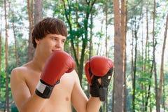 Boxeador en el parque Fotos de archivo