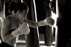 Boxeador en la gimnasia Foto de archivo libre de regalías