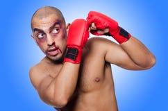 Boxeador gravemente batido aislado foto de archivo libre de regalías