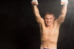 Boxeador joven desagradable de intimidación Fotografía de archivo libre de regalías