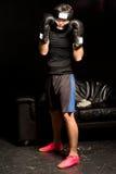 Boxeador joven en guardia Imagen de archivo