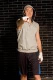 Boxeador joven que señala en la cámara Imágenes de archivo libres de regalías