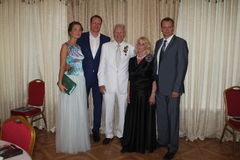 Boxeador legendario Boris Lagutin con una familia durante aniversario Fotos de archivo