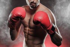 Boxeador listo para luchar Foto de archivo libre de regalías