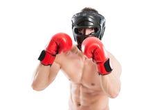 Boxeador protegido listo para perforar imagen de archivo