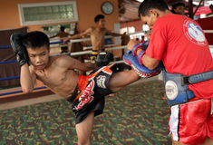 Boxeador tradicional del Lao de Muay en un pueblo cerca de Vientianne, Laos Fotos de archivo libres de regalías