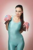 Boxende junge Frau Lizenzfreies Stockfoto