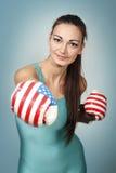 Boxende junge Frau Stockbild