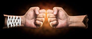 Boxende kreative Hand Lizenzfreies Stockfoto