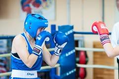 Boxeo de la competencia entre las muchachas Foto de archivo libre de regalías