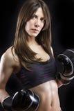 Mujer mojada rubia atractiva del boxeo y de la aptitud después del entrenamiento Foto de archivo