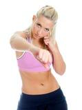 Boxeo femenino joven del amaestrador de la aptitud. Imagen de archivo