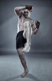 Boxeo tailandés de la sombra del combatiente de Muay Fotografía de archivo libre de regalías