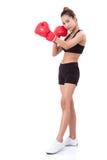 Boxer - des in voller Länge tragende boxende rote Handschuhe Eignungsfrauen-Verpackens Stockfotografie