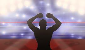 Boxer mit den Armen angehoben auf den Ring Stockbild