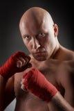 Boxer mit roten handwraps Lizenzfreie Stockfotos