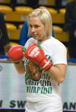 Boxer Natascha Ragosina während des Trainings stockfotografie