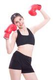 Boxer - tragende boxende rote Handschuhe des Eignungsfrauen-Verpackens Stockbild