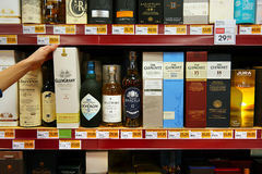 Boxes with bottles of whisky Royalty Free Stock Photography