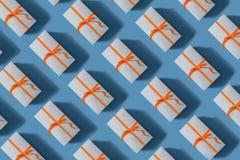 boxes bundna röda band för gåvan Julfilial och klockor fotografering för bildbyråer