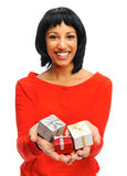 boxes den nätt gåvaflickaholdingen fotografering för bildbyråer