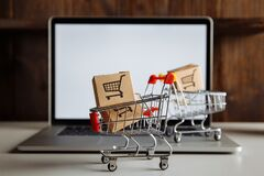 Free Boxes In Trollies On A Laptop Keyboard. Business, Ecommerce And Shopping Concept Stock Photos - 200823933