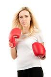 Boxeur de fille dans les gants rouges Photos stock