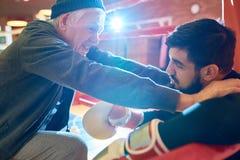 Boxeur de inspiration d'entraîneur professionnel photos stock