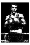 Boxeur tiré par la main de sportif dans la cage de boxe Image stock