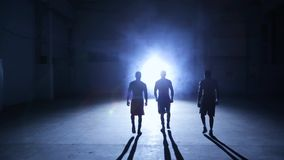 Boxeurs marchant pour la salle de gymnastique clips vidéos