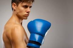 boxing Jonge Bokser klaar te vechten stock afbeelding