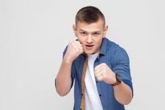 boxing Jonge woedemens, klaar te vechten royalty-vrije stock afbeeldingen