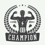 Boxning- och kampsportlogo, emblem eller etikett i tappningstil Royaltyfria Bilder