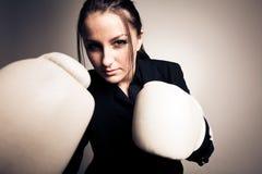 Boxningaffärskvinna Royaltyfria Bilder